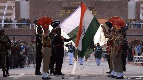 Ceremony at the India-Pakistan border crossing at Wagah (file photo)