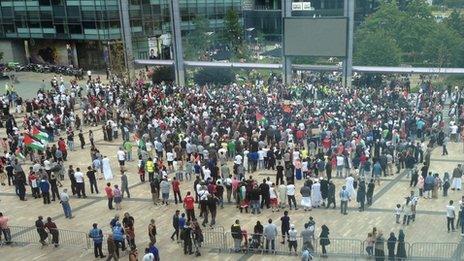 Ant-war protestors