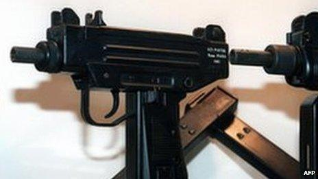 Uzi sub-machine gun (file photo)