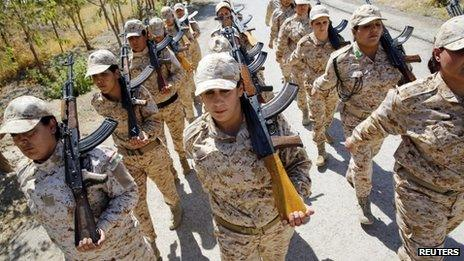 Female Kurdish peshmerga fighters