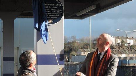 Mayor of Dartford Avtar Sandhu and Dartford Grammar School head John Oakes unveil the plaque