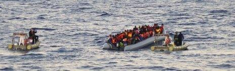 Italian rescue teams approach migrants off the Libyan coast - 4 December 2014