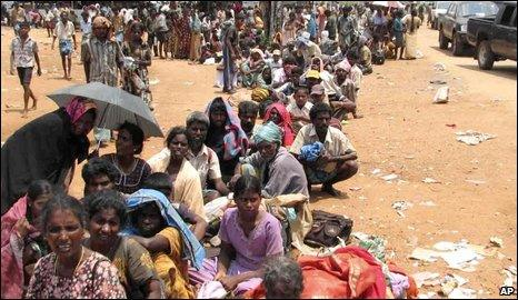 Displaced Tamils in Omanthai as the war came to a close - April/May 2009