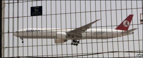 A Turkish airliner flies low over Ben Gurion airport, 2 June
