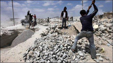 Man breaking stones in Gaza - 5/06/10