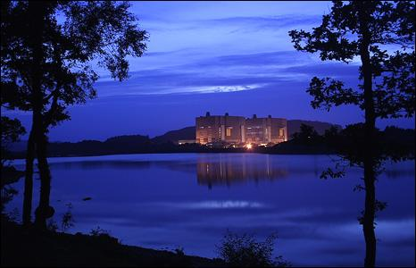 Picture of Trawsfynydd nuclear power station at night (pic: Keith O'Brien)