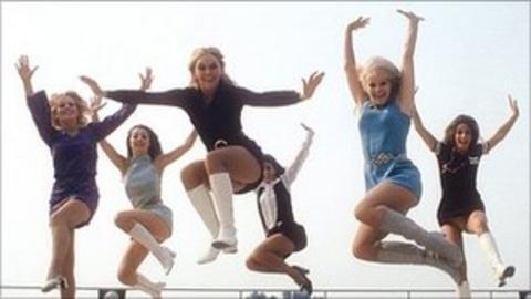 Pans People choreographer Flick Colby dies - BBC News