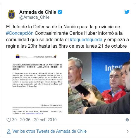 Publicación de Twitter por @Armada_Chile: El Jefe de la Defensa de la Nación para la provincia de #Concepción Contraalmirante Carlos Huber informó a la comunidad que se adelanta el #toquedequeda y empieza a regir a las 20hr hasta las 6hrs de este lunes 21 de octubre
