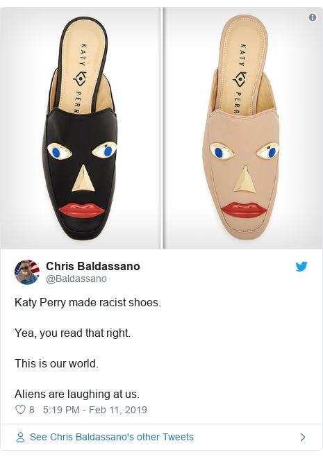 Twitter-bericht door @Baldassano: Katy Perry heeft racistische schoenen gemaakt. Ja, je leest het goed. Dit is onze wereld. Aliens lachen ons uit.