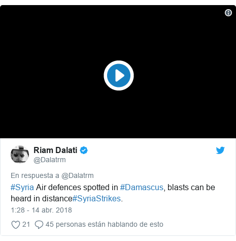 Publicación de Twitter por @Dalatrm: #Syria Air defences spotted in #Damascus, blasts can be heard in distance#SyriaStrikes.