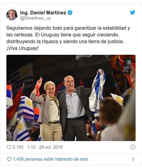 Publicación de Twitter por @Dmartinez_uy: Seguiremos dejando todo para garantizar la estabilidad y las certezas. El Uruguay tiene que seguir creciendo, distribuyendo la riqueza y siendo una tierra de justicia. ¡Viva Uruguay!