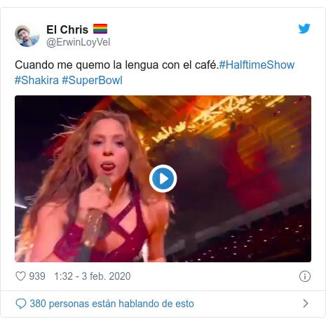 Publicación de Twitter por @ErwinLoyVel: Cuando me quemo la lengua con el café.#HalftimeShow #Shakira #SuperBowl
