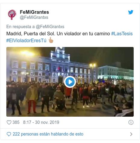 Publicación de Twitter por @FeMiGrantxs: Madrid, Puerta del Sol. Un violador en tu camino #LasTesis #ElVioladorEresTú 👆🏽