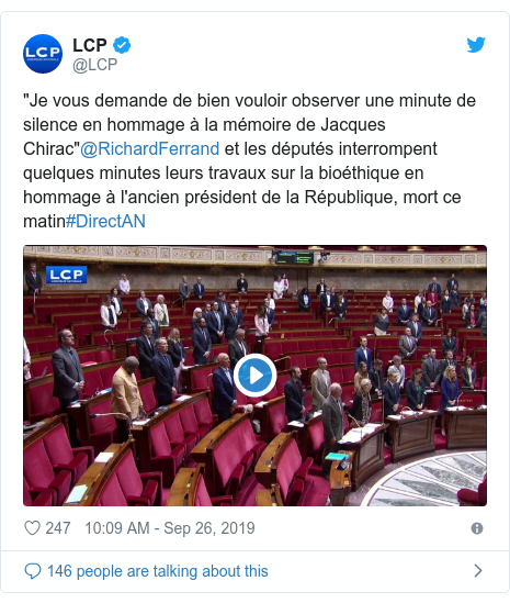 """Twitter post by @LCP: """"Je vous demande de bien vouloir observer une minute de silence en hommage à la mémoire de Jacques Chirac""""@RichardFerrand et les députés interrompent quelques minutes leurs travaux sur la bioéthique en hommage à l'ancien président de la République, mort ce matin#DirectAN"""