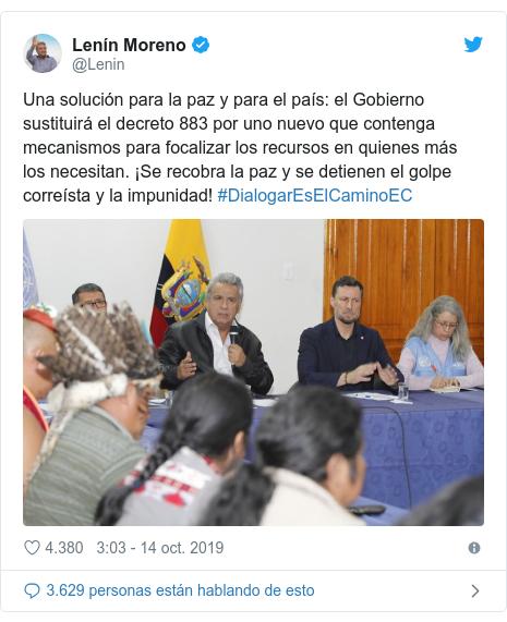 Publicación de Twitter por @Lenin: Una solución para la paz y para el país el Gobierno sustituirá el decreto 883 por uno nuevo que contenga mecanismos para focalizar los recursos en quienes más los necesitan. ¡Se recobra la paz y se detienen el golpe correísta y la impunidad! #DialogarEsElCaminoEC