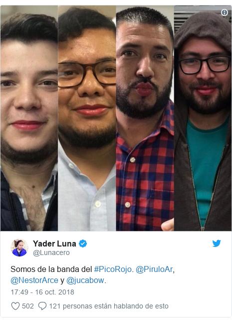 Publicación de Twitter por @Lunacero: Somos de la banda del #PicoRojo. @PiruloAr, @NestorArce y @jucabow.