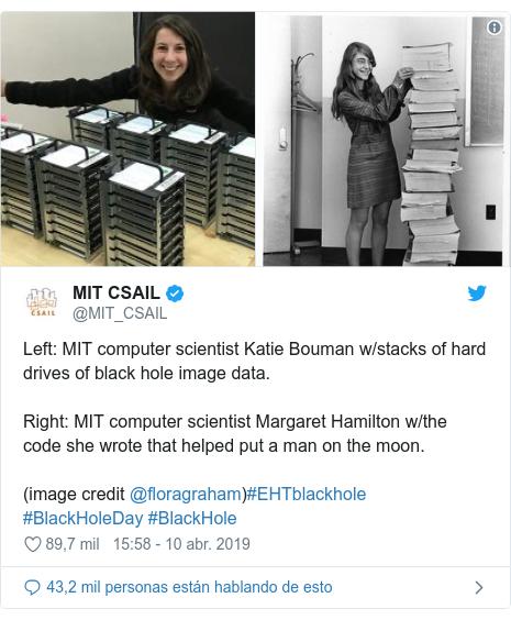 Publicación de Twitter por @MIT_CSAIL: Left  MIT computer scientist Katie Bouman w/stacks of hard drives of black hole image data. Right  MIT computer scientist Margaret Hamilton w/the code she wrote that helped put a man on the moon.(image credit @floragraham)#EHTblackhole #BlackHoleDay #BlackHole