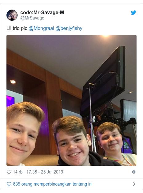 Twitter pesan oleh @MrSavage:Mr-Savage-M  Lil trio pic @Mongraal @benjyfishy