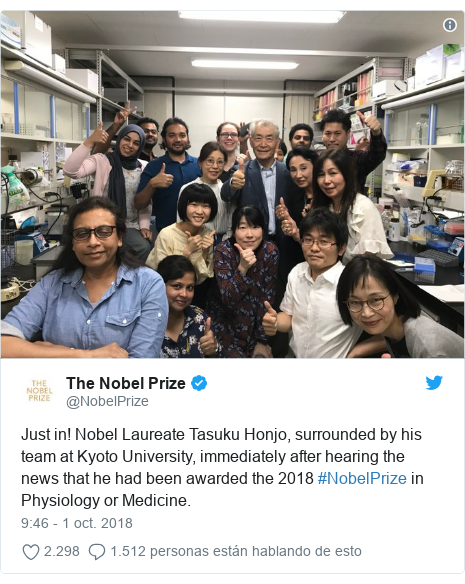 Publicación de Twitter por @NobelPrize: Just in! Nobel Laureate Tasuku Honjo, surrounded by his team at Kyoto University, immediately after hearing the news that he had been awarded the 2018 #NobelPrize in Physiology or Medicine.