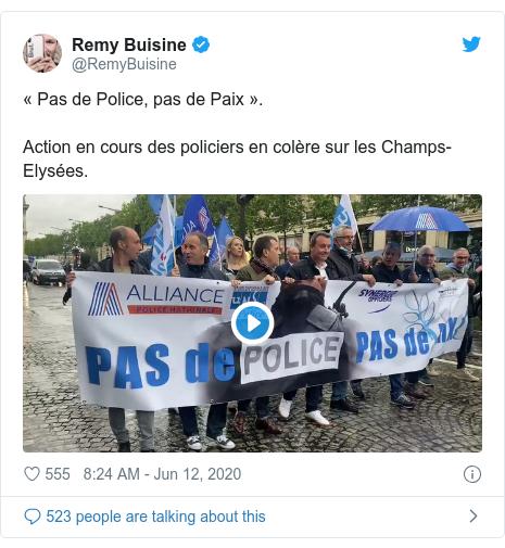 Twitter post by @RemyBuisine: « Pas de Police, pas de Paix ».Action en cours des policiers en colère sur les Champs-Elysées.