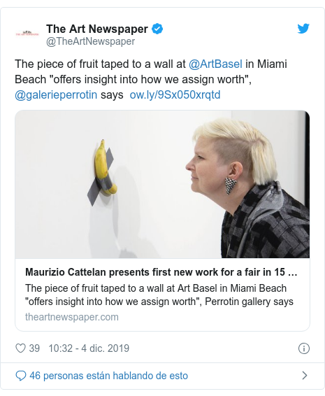 "Publicación de Twitter por @TheArtNewspaper: The piece of fruit taped to a wall at @ArtBasel in Miami Beach ""offers insight into how we assign worth"", @galerieperrotin says"