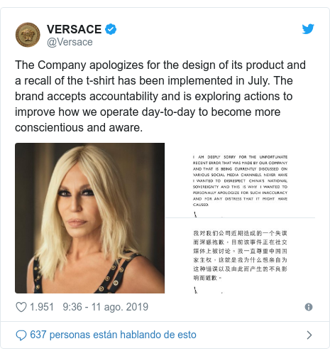 Publicación de Twitter por @Versace: The Company apologizes for the design of its product and a recall of the t-shirt has been implemented in July. The brand accepts accountability and is exploring actions to improve how we operate day-to-day to become more conscientious and aware.