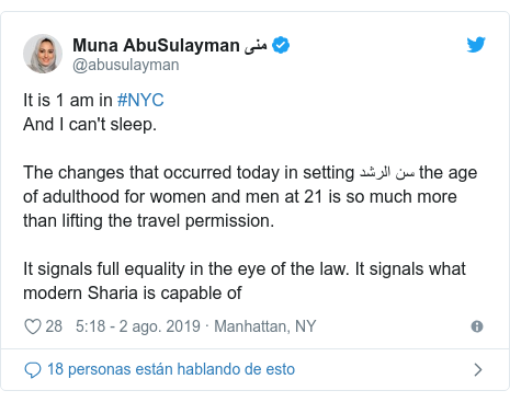 Publicación de Twitter por @abusulayman: It is 1 am in #NYCAnd I can't sleep.The changes that occurred today in setting سن الرشد the age of adulthood for women and men at 21 is so much more than lifting the travel permission.It signals full equality in the eye of the law. It signals what modern Sharia is capable of