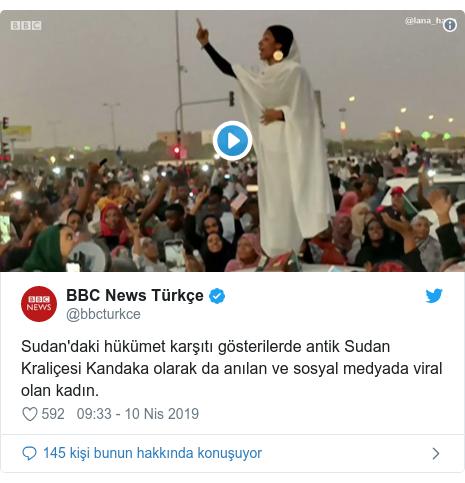 @bbcturkce tarafından yapılan Twitter paylaşımı: Sudan'daki hükümet karşıtı gösterilerde antik Sudan Kraliçesi Kandaka olarak da anılan ve sosyal medyada viral olan kadın.