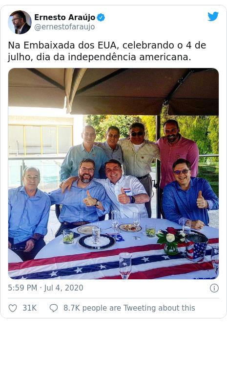 Twitter post by @ernestofaraujo: Na Embaixada dos EUA, celebrando o 4 de julho, dia da independência americana.