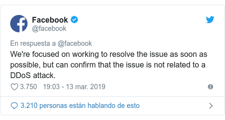 Publicación de Twitter por @facebook: We're focused on working to resolve the issue as soon as possible, but can confirm that the issue is not related to a DDoS attack.