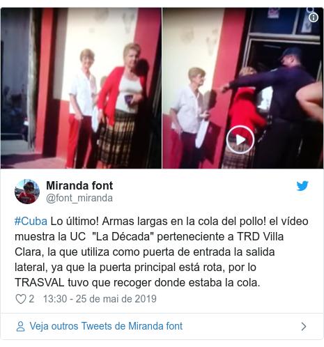 """Twitter post de @font_miranda: #Cuba Lo último! Armas largas en la cola del pollo! el vídeo muestra la UC  """"La Década"""" perteneciente a TRD Villa  Clara, la que utiliza como puerta de entrada la salida lateral, ya que la puerta principal está rota, por lo TRASVAL tuvo que recoger donde estaba la cola."""