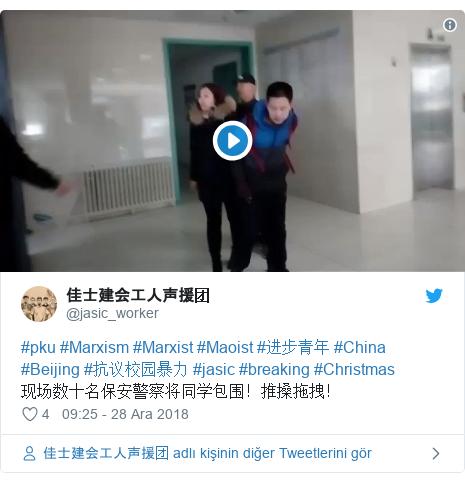 @jasic_worker tarafından yapılan Twitter paylaşımı: #pku #Marxism #Marxist #Maoist #进步青年 #China #Beijing #抗议校园暴力 #jasic #breaking #Christmas 现场数十名保安警察将同学包围!推搡拖拽!