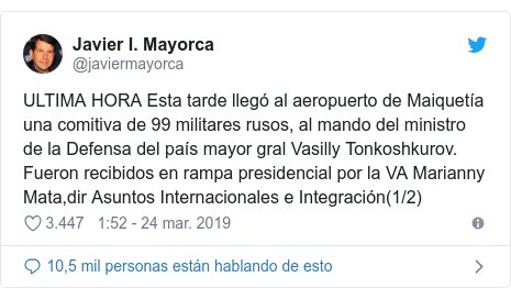 Publicación de Twitter por @javiermayorca: ULTIMA HORA Esta tarde llegó al aeropuerto de Maiquetía una comitiva de 99 militares rusos, al mando del ministro de la Defensa del país mayor gral Vasilly Tonkoshkurov. Fueron recibidos en rampa presidencial por la VA Marianny Mata,dir Asuntos Internacionales e Integración(1/2)