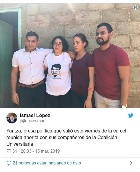 Publicación de Twitter por @lopezismael: Yaritza, presa política que salió este viernes de la cárcel, reunida ahorita con sus compañeros de la Coalición Universitaria