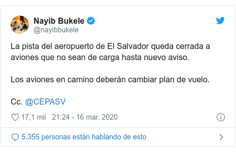 Publicación de Twitter por @nayibbukele: La pista del aeropuerto de El Salvador queda cerrada a aviones que no sean de carga hasta nuevo aviso. Los aviones en camino deberán cambiar plan de vuelo.Cc. @CEPASV