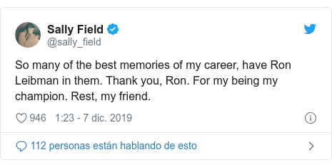 Publicación de Twitter por @sally_field: So many of the best memories of my career, have Ron Leibman in them. Thank you, Ron. For my being my champion. Rest, my friend.