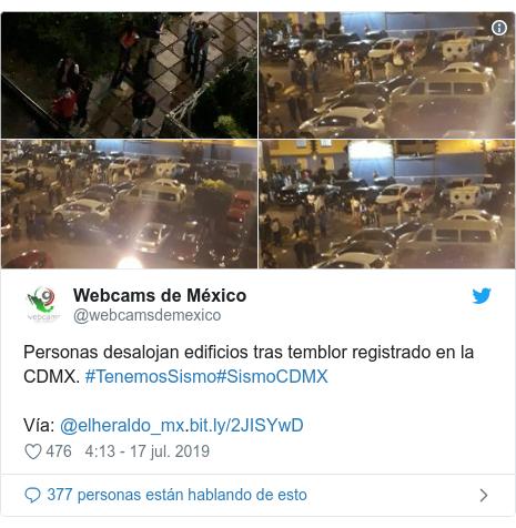Publicación de Twitter por @webcamsdemexico: Personas desalojan edificios tras temblor registrado en la CDMX. #TenemosSismo#SismoCDMX Vía  @elheraldo_mx.