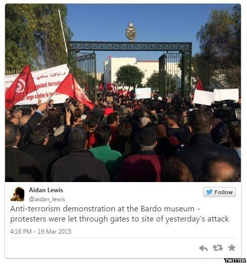 Tweet by Aidan Lewis showing protesters near Bardo Museum, Tunis - March 19, 2015