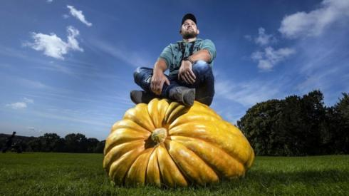 Richard Mann with his winning giant pumpkin weighing 291.7 kilos, the scooped 1st prize