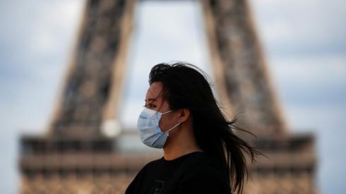 Woman wearing mask in Paris
