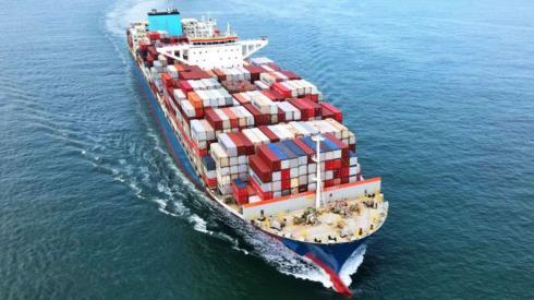 A container ship navigates the Jiaozhou Bay in Qingdao, East China's Shandong Province.
