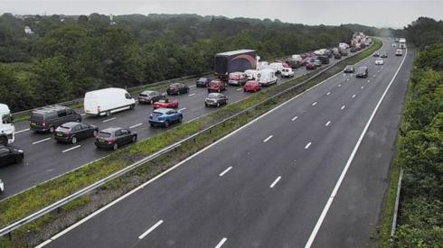 Traffic queuing on the M4