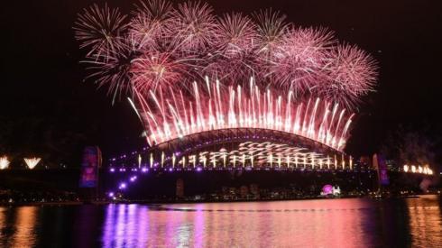 New Year fireworks light up Sydney Harbour Bridge - 1 January 2021