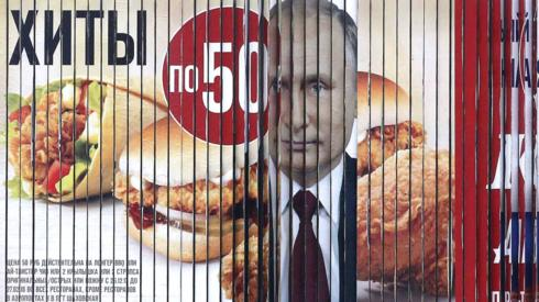 turning billboard displays Putin's face in between fast food adverts