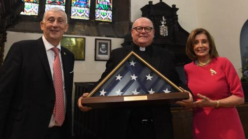 Speaker Nancy Pelosi presented Sir Lindsay Hoyle with a new US flag, at a ceremony at the town's St Laurence's Church.