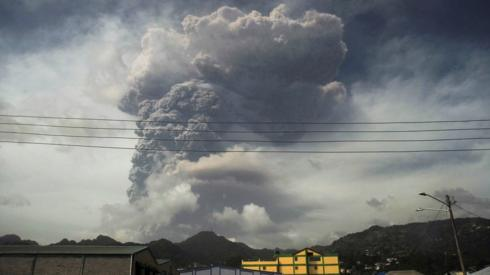 Ash and smoke billow as the La Soufrière volcano erupts in Kingstown on the eastern Caribbean island of St Vincent
