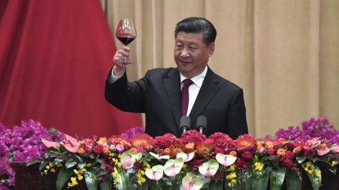 Xi Jinping raises a toast during banquet marking 70 years of Communist Party rule