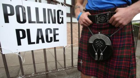 Voter at Bannockburn Polling Station