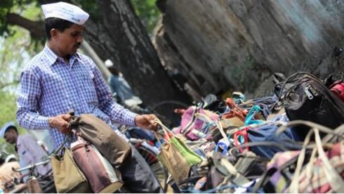 a dabbawala delivering food