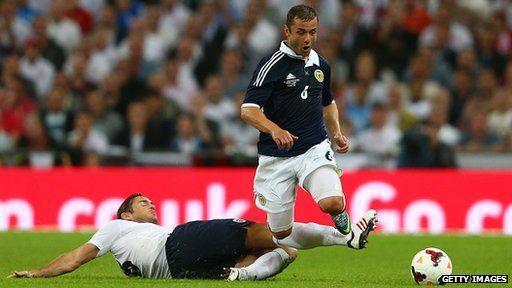 Frank Lampard of England tackles Shaun Maloney of Scotland